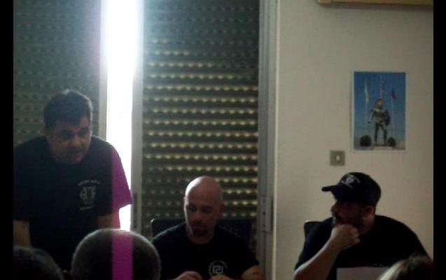 Ο Ορφανάκος στην μέση μαζί με τον Ρουπακιά στα γραφεία της τοπικής ΧΑ Σπάρτης